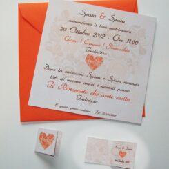 Partecipazione quadrata cuore di fiori arancio e marrone