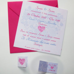 Partecipazione quadrata cuore di fiori rosa e lilla