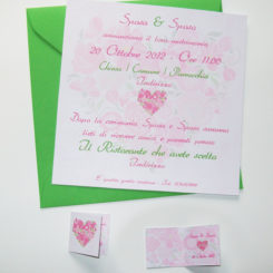 Partecipazione quadrata cuore di fiori rosa e verde