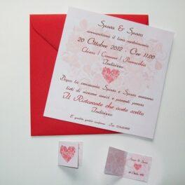 Partecipazione quadrata cuore di fiori rosso